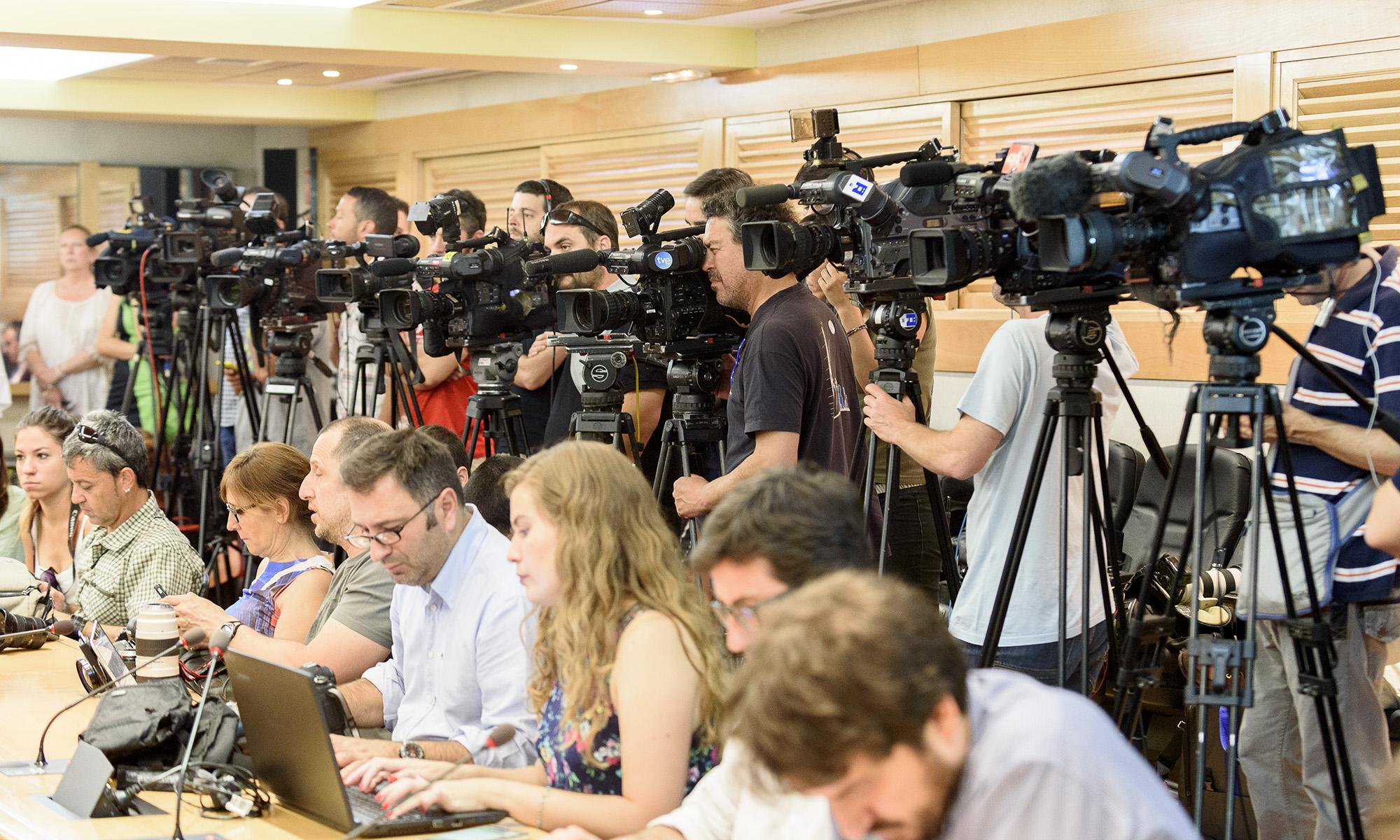 Cobertura informativa en foto y vídeo del pacto salarial de los agentes sociales, foto Alfonso Esteban (STB Estudio)